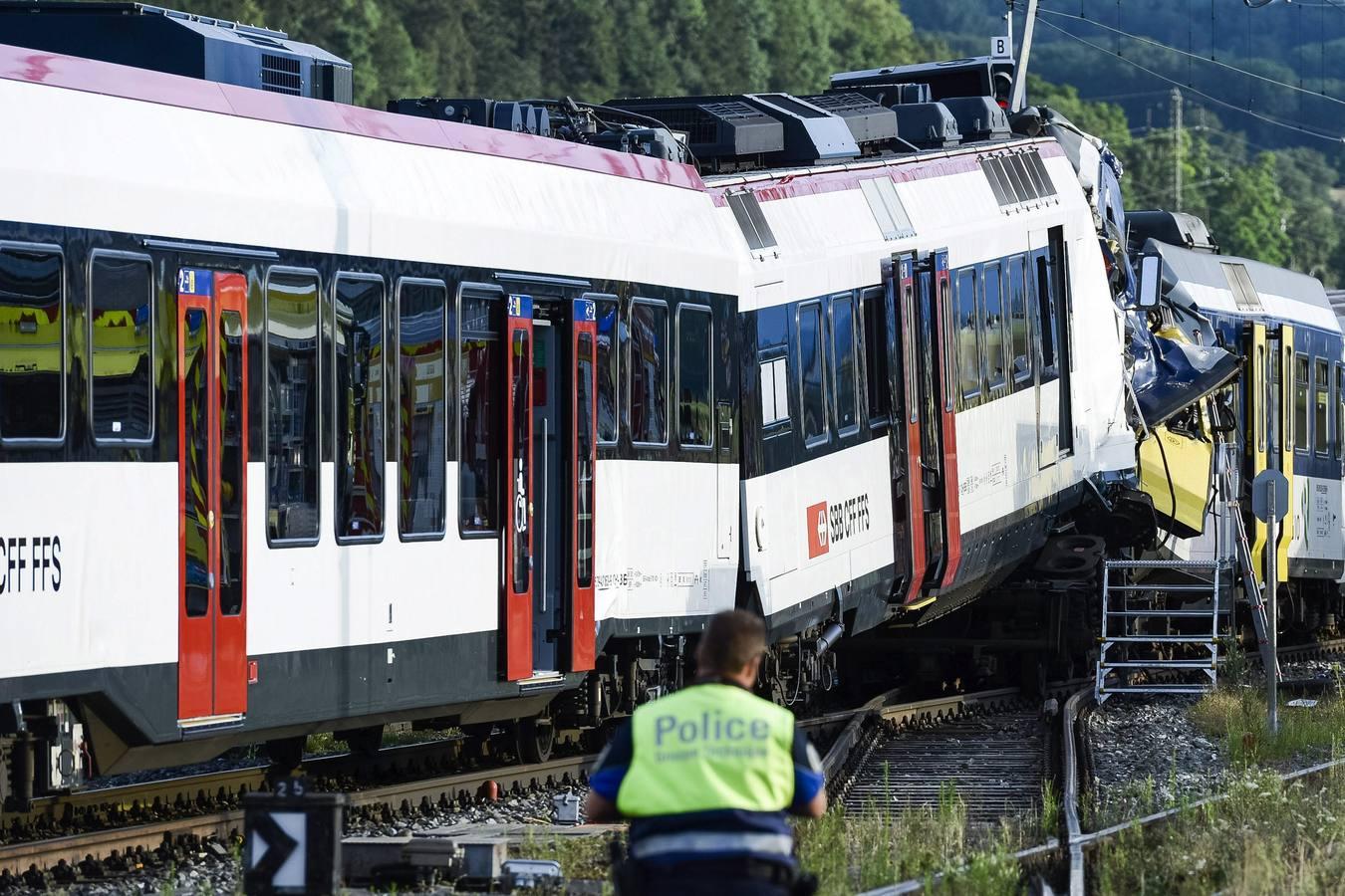 Dos trenes colisionan en Suiza