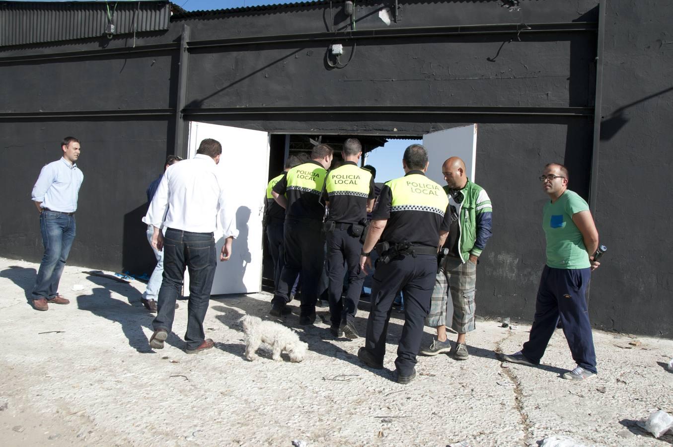 Mobiliario destrozado en la discoteca Riviera