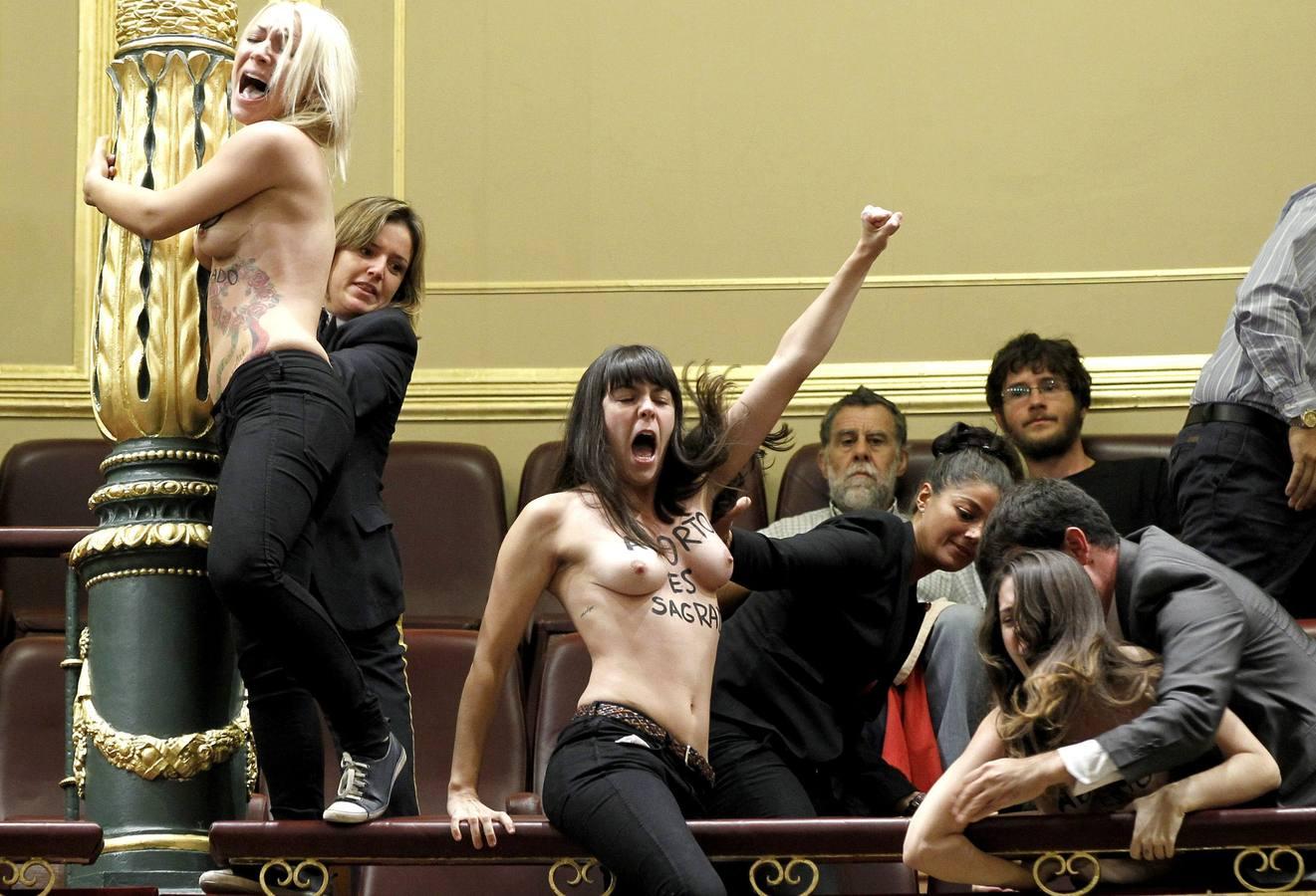 Femen irrumpe en la sesión de control