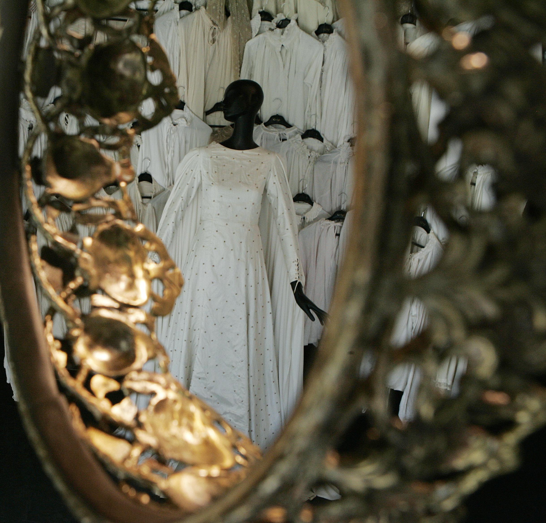 'Isabel' muestra su vestidor