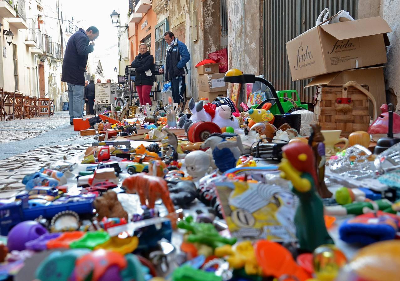 Mercado de artesanía y objetos antiguos en la Plaza Alta