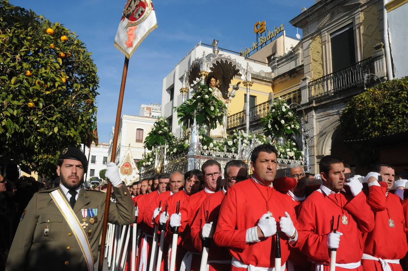 Miles de emeritenses acompañan a Santa Eulalia en la procesión