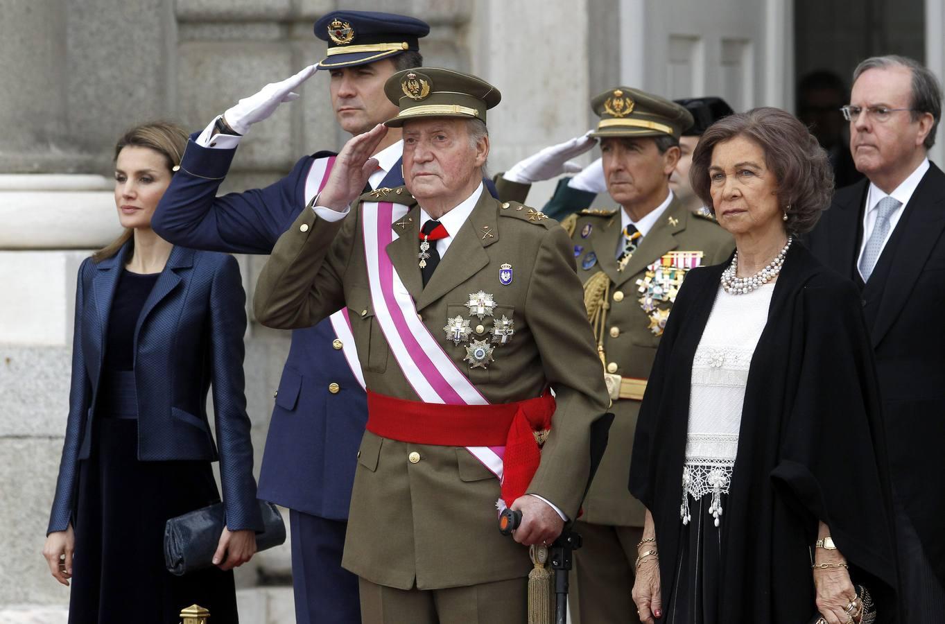 El Rey preside la Pascua Militar ayudado por dos muletas