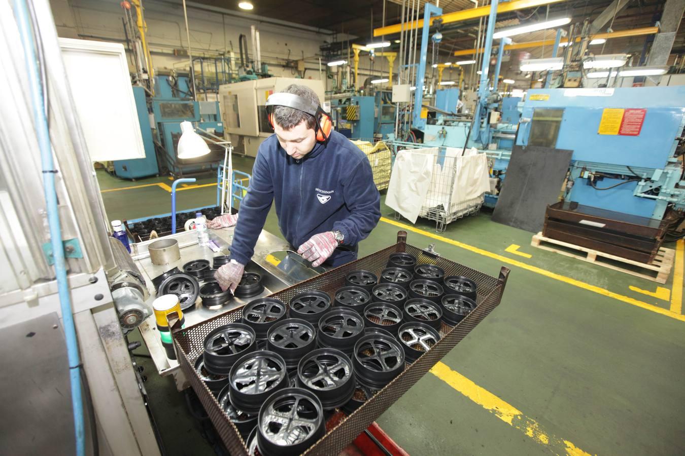 Catelsa elabora 130 millones de productos de caucho y termoplástico para la industria de la automoción al año