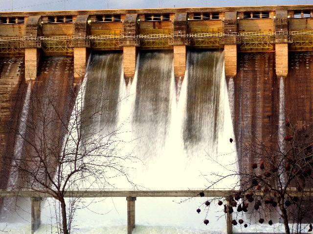 La presa de Cijara también abre compuertas
