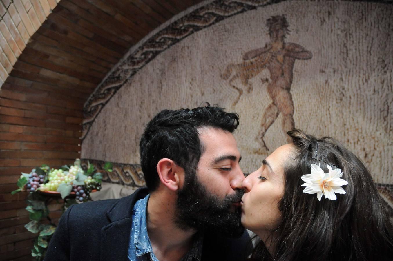 Besos en el Museo Romano