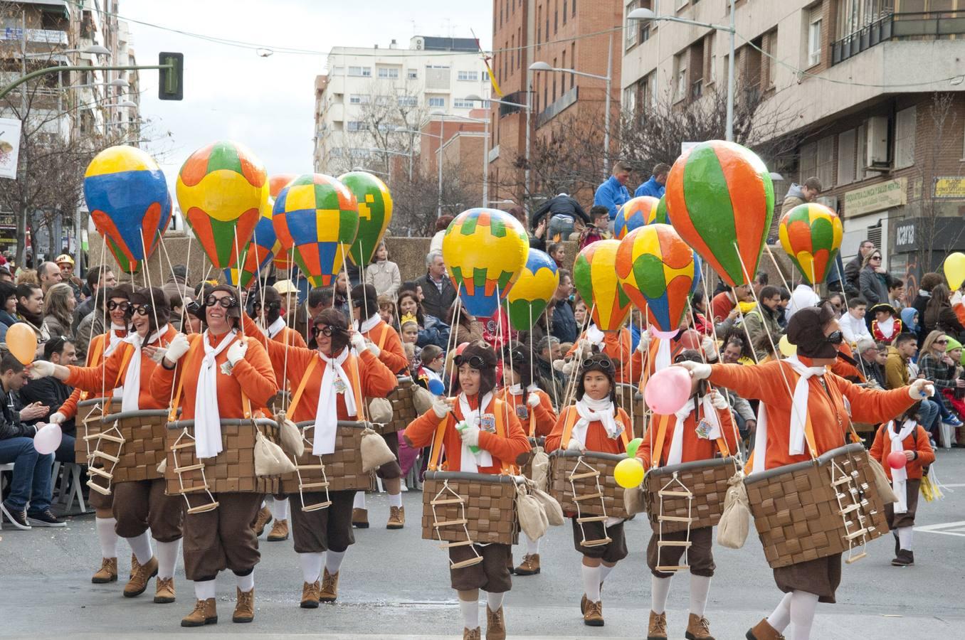 Grupos menores y artefactos en el desfile del Carnaval de Badajoz 2014