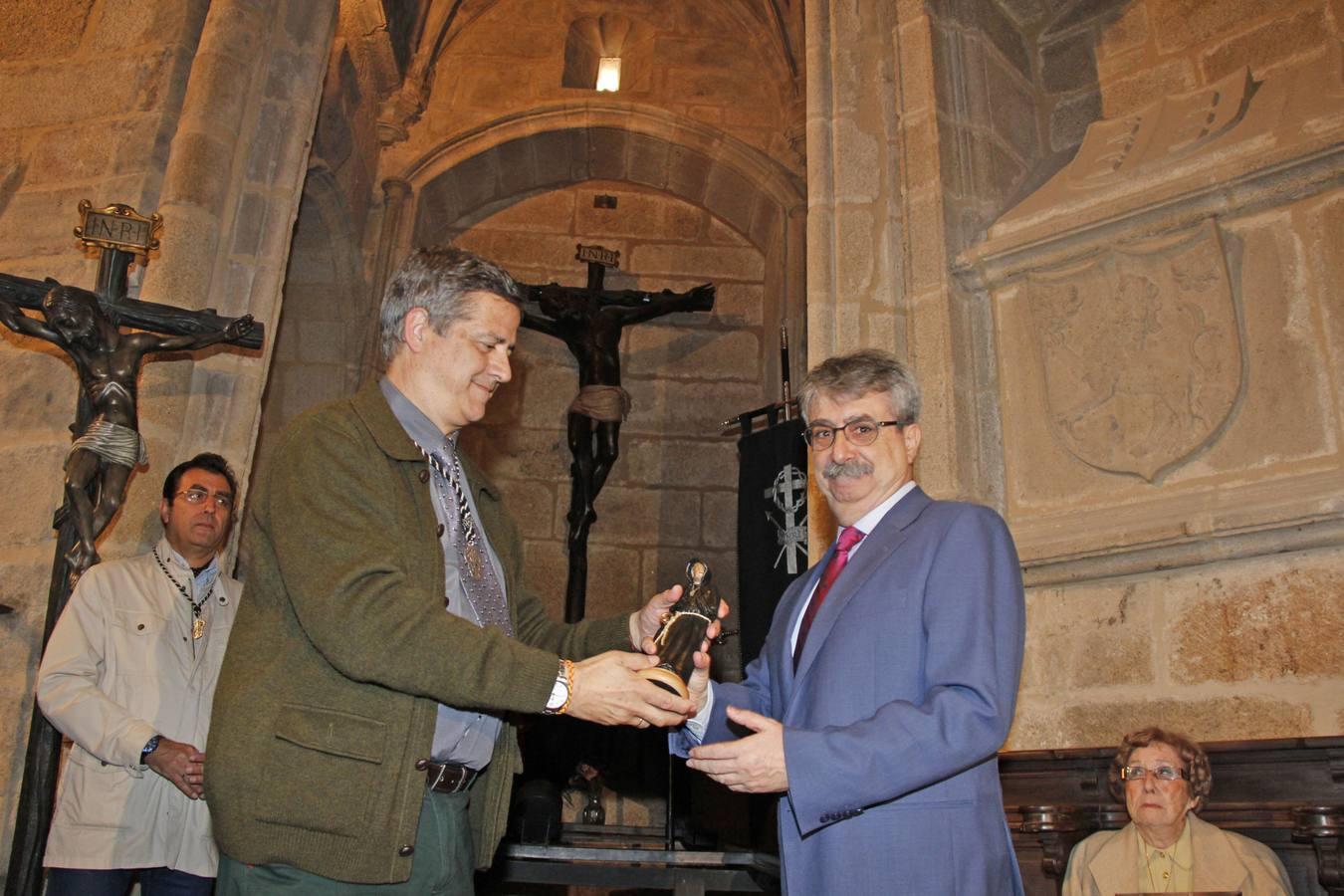 El diario HOY recibe el premio Muñidor del Cristo Negro